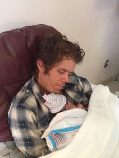 perez-hilton-and-son-child-father-birth-announcement(1)__oPt