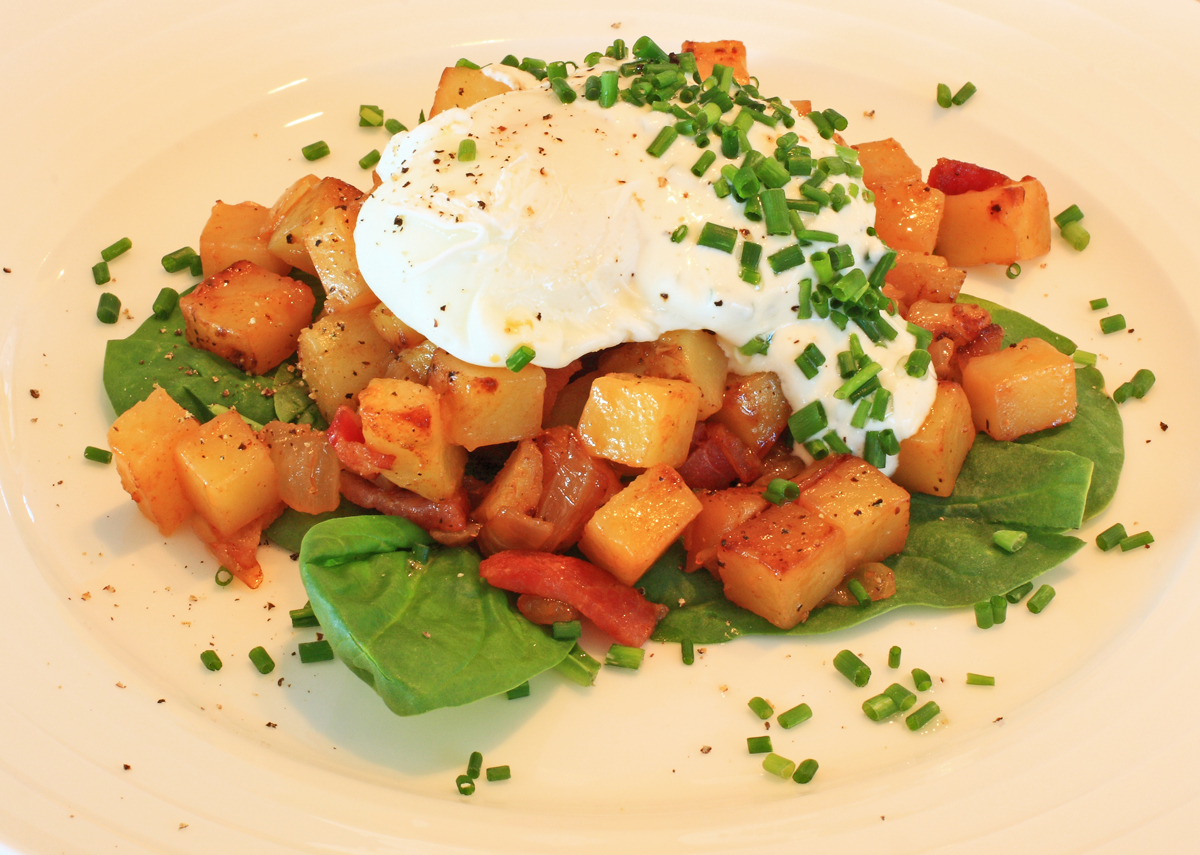 poached-eggs-on-potato-hash-rszd