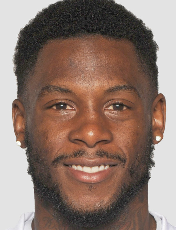 davone-bess-football-headshot-photo